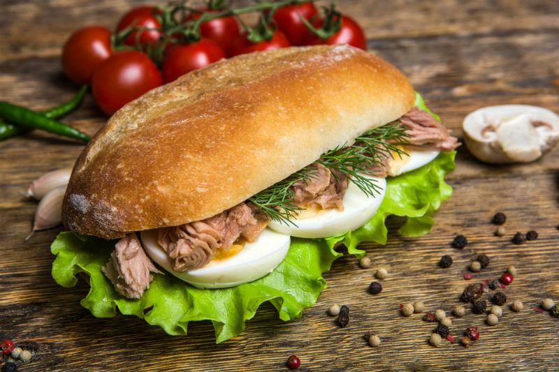 Сендвич с тунцом